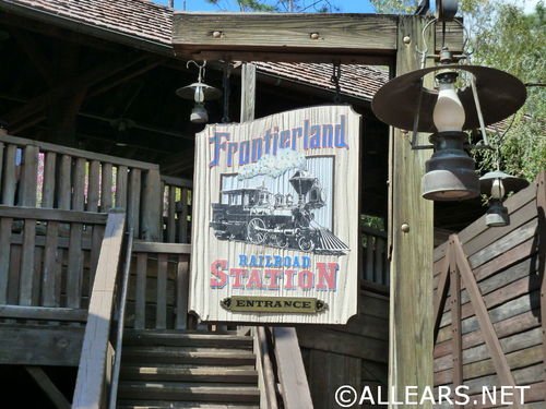 frontierland-railroad-station.jpg
