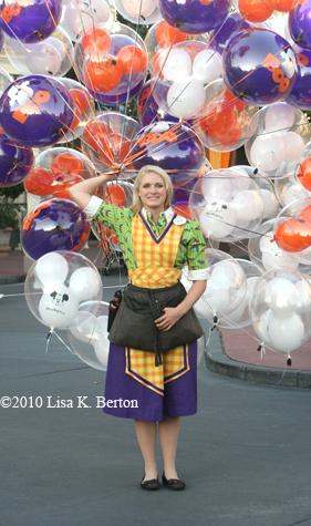 lkb-CMs201-balloonseller.jpg