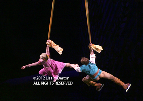 lkb-DisneyIce-LowlightAction-FlynnRapunzel-BacksideHorizontal.jpg