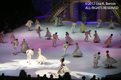 lkb-DisneyIce-LowlightAction-LastSongBowing.jpg
