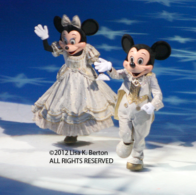 lkb-DisneyIce-LowlightAction-MickeyMinnie-Cropped.jpg