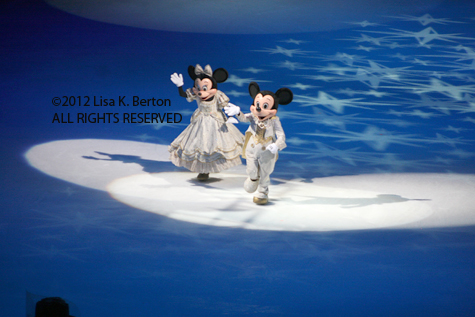 lkb-DisneyIce-LowlightAction-MickeyMinnie-Original.jpg