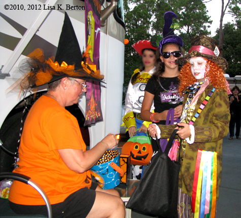 lkb-Halloween-FtWildernessTrickorTreat.jpg