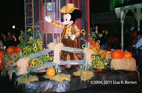 lkb-NightTimeParade-HalloweenMickey.jpg