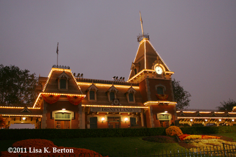 lkb-TrainStations-DisneylandDawn.jpg
