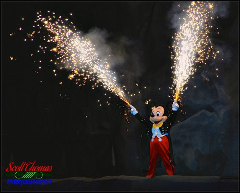 mickey mouse defeating the villains