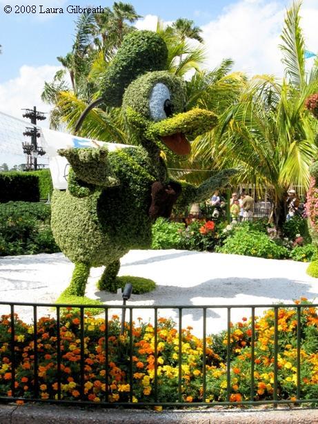 topiarydonaldlaura.jpg