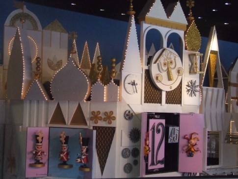The Clock in the it's a small world queue