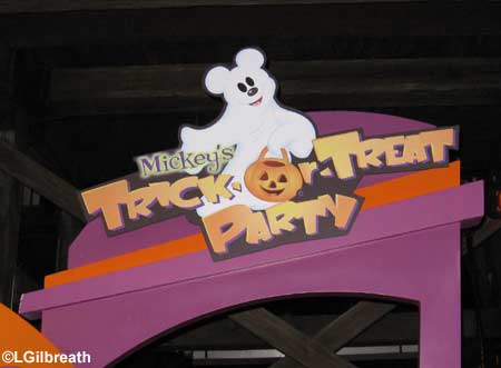 Mickey's Trick-or-Treat Party - California Adventure