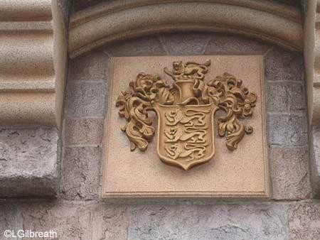 Question sur le logo Walt Disney Pictures - Page 2 Castle_coat3