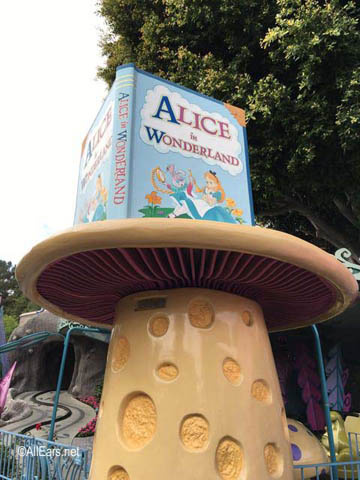 Alice in Wonderland   Fantasyland Disneyland Alice in Wonderland