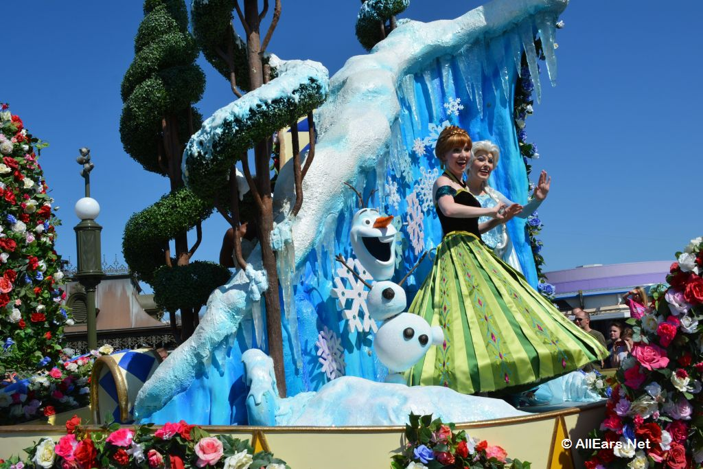 Anna and Elsa in Festival of Fantasy