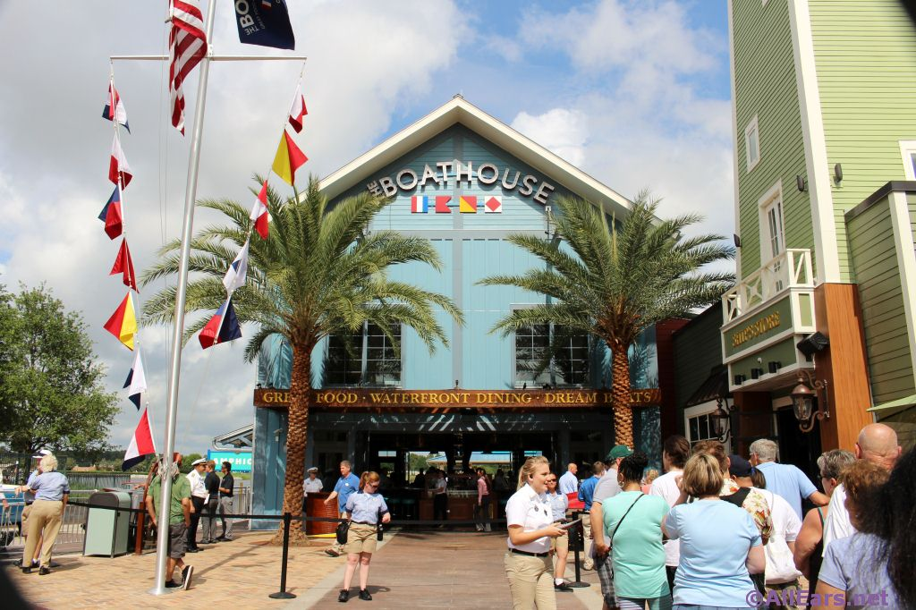 The BOATHOUSE offers passholder discount