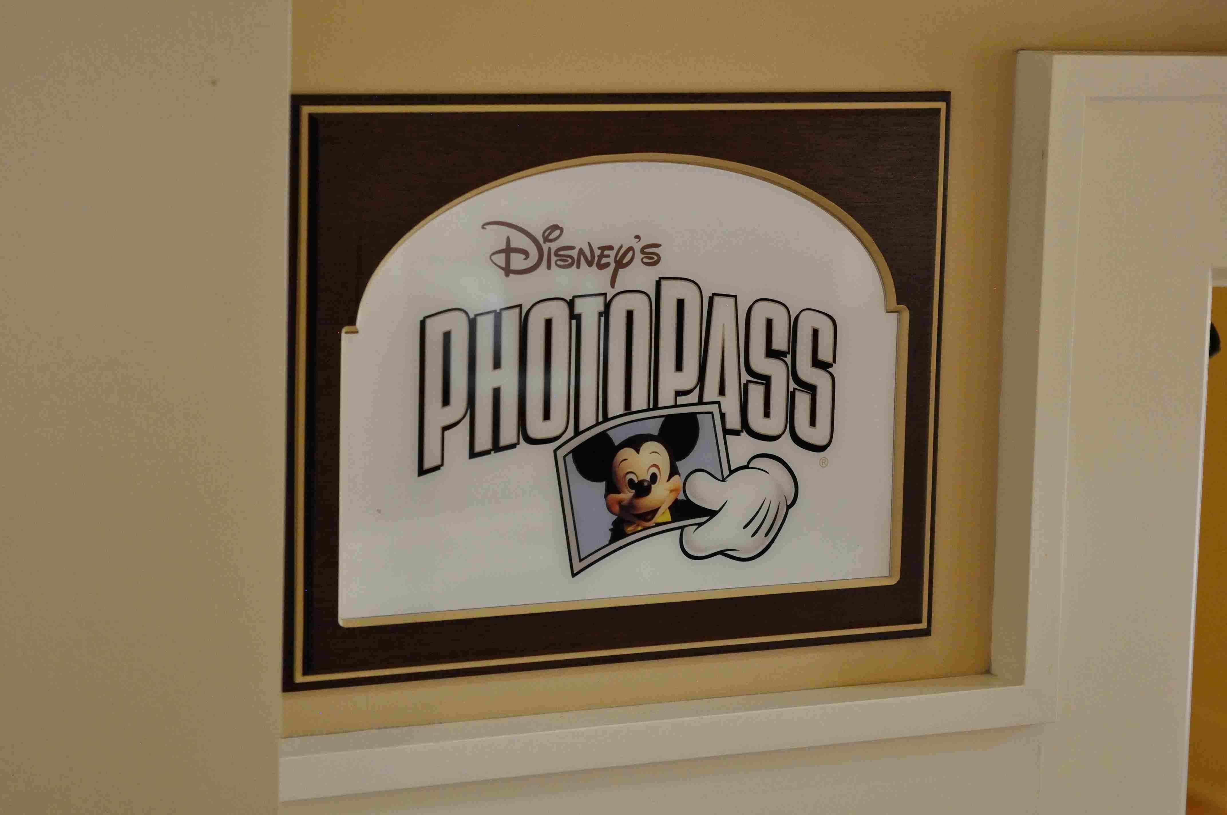 App Offers Disneyland Guests PhotoPass Options