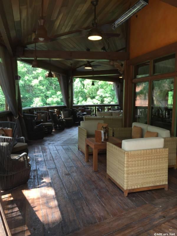 nomad lounge 11