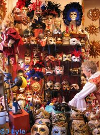 Il Bel Cristallo Mask Display