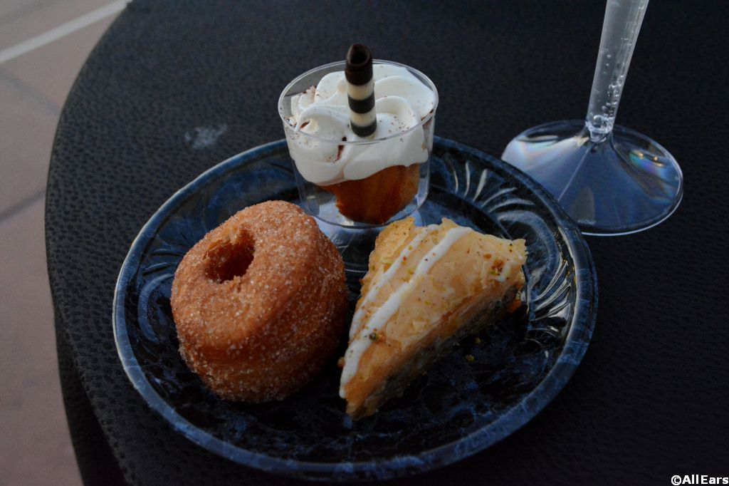 IllumiNations Sparkling Dessert Party - Video and Photographs