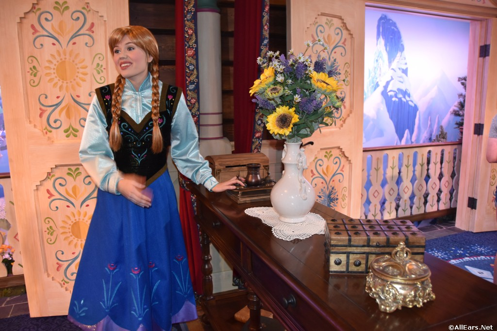Royal Sommerhus Meet Anna And Elsa Norway Epcot