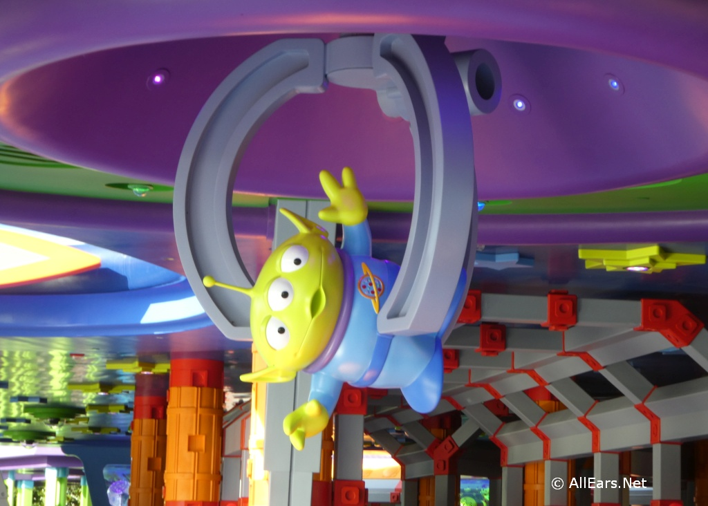 Alien Swirling Saucers Claw