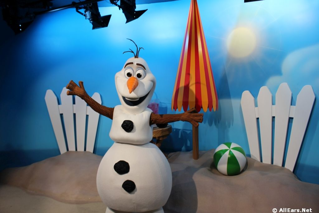 Celebrity Spotlight - Olaf from Frozen Meet and Greet - Disney's